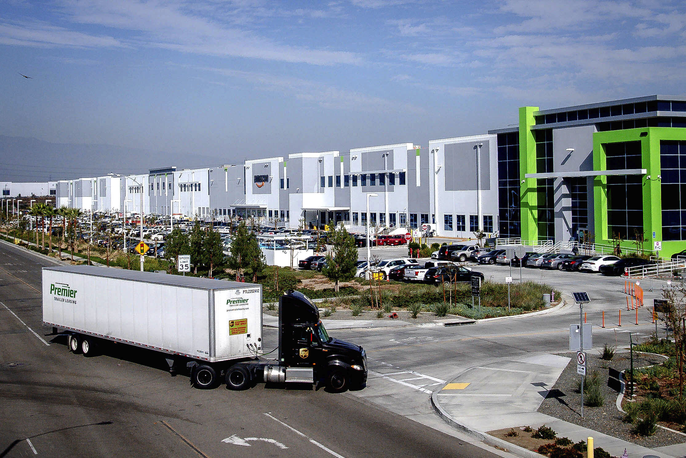 California agency approves warehouse rule for air quality