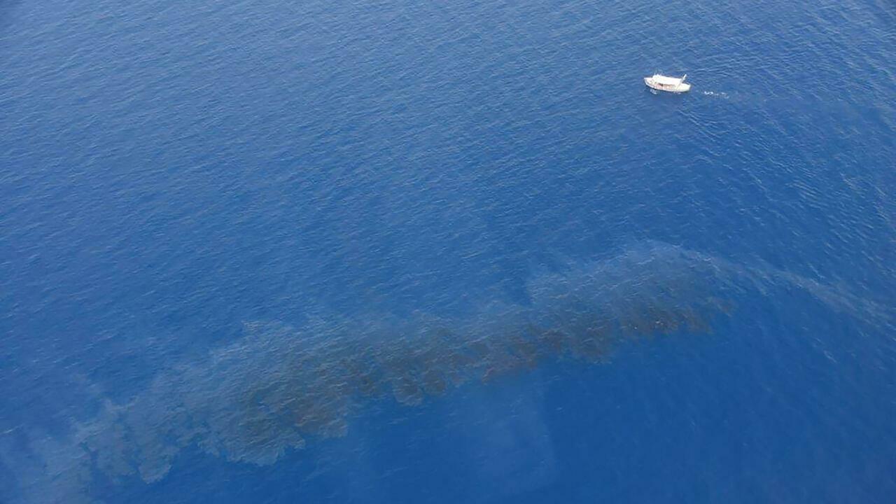 Oil spill nears Corsica coast