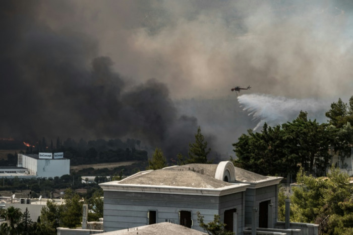 Thick smoke over Athens as suburbs battle wildfires